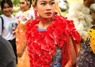 Koemyean fashion art from recycled plastic in Cambodia
